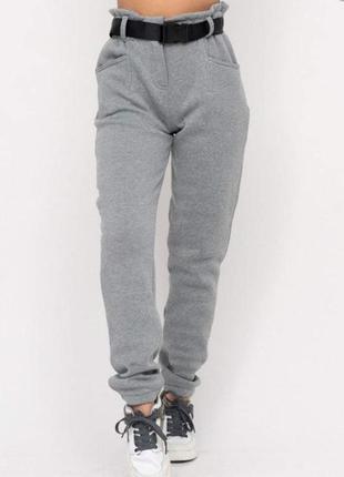 Теплые штаны на флисе с карманами и поясом высокая посадка