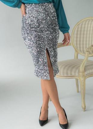 Приталенная велюровая юбка с пайетками