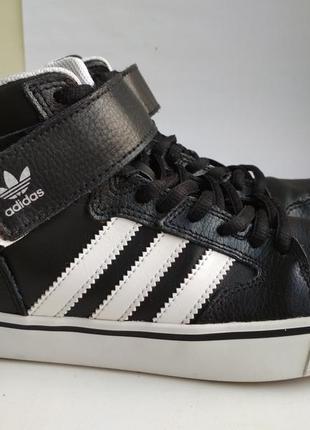 Кожанын кроссовки adidas оригинал р.36