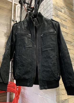 Кожаная куртка косуха мужская демисезон , размер m / s, в отличном состоянии демисезон