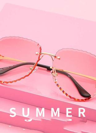 Солнцезащитные очки розовые прозрачные
