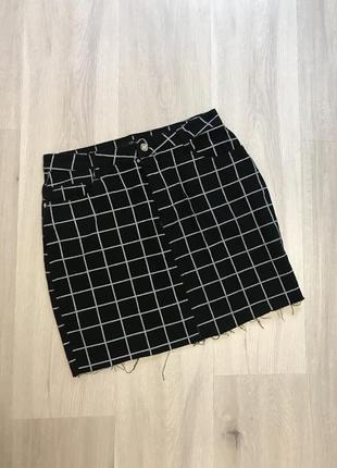 Спідниця міні джинсова в клітинку з рваностями / юбка в клетку джинс чёрная рваная новая