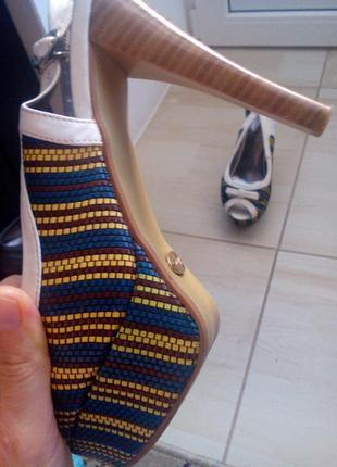 Открытые туфли в стиле ретро