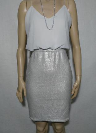 Нежное нарядное серебристое блестящее платье до колен