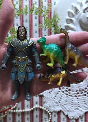 Игрушки герой и динозавр динозавры