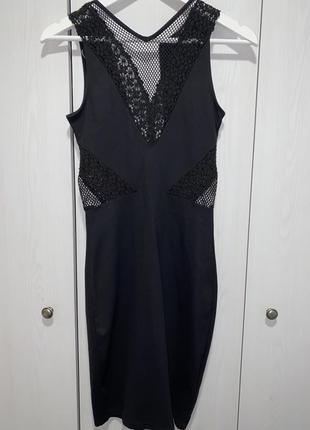 Платье по фигуре средней длины