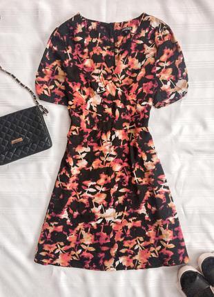 Красива сукня на короткий рукав