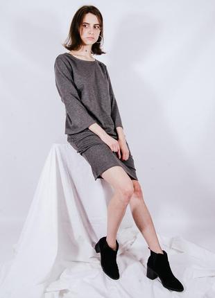 Классическое серое платье с расклешенными рукавами, класична сіра сукня