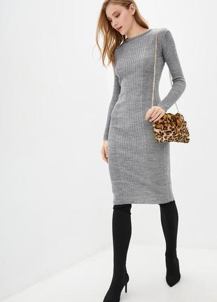 Вязаное,теплое платье приталенное.