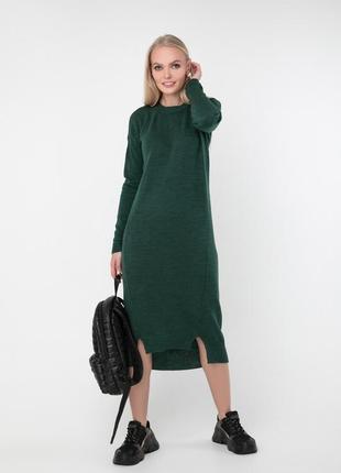 Полуспортивное вязаное асимметричное теплое платье