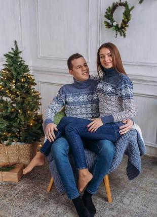 Два парных новогодних рождественских свитера с узором