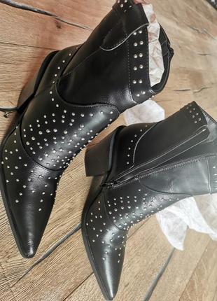 Кажанные ботинки казаки