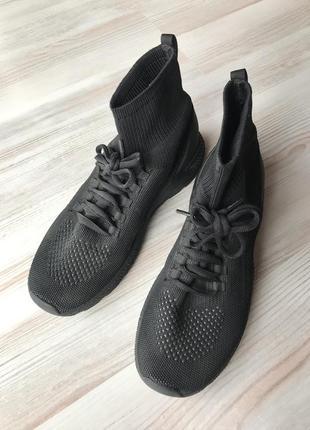 Черные тканевые кроссовки