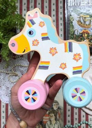 Каталка деревянная лошадка на веревочке
