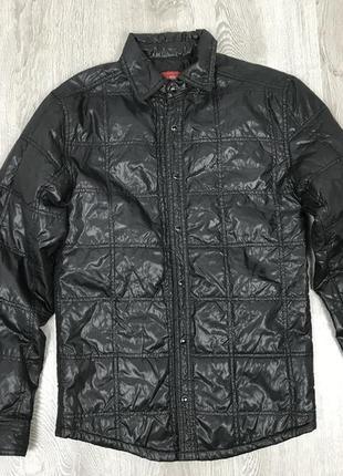 Легкая лаковая курточка zara