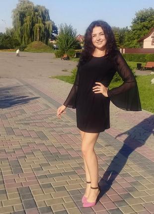 Плаття з широкими рукавами