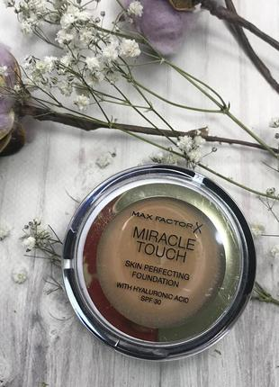 Крем-пудра и спонж max factor miracle touch skin perfecting foundation 085 caramel