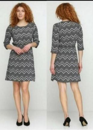 Стильное шифоновое платье в геометрический принт esmara