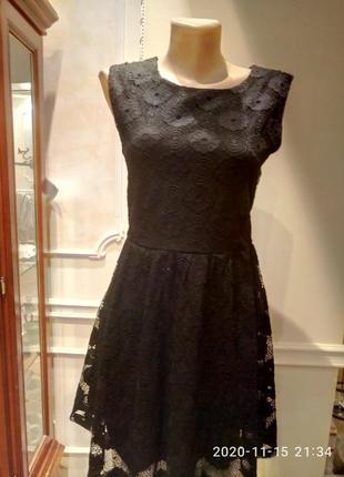 Гламурное  платье из шикарных кружев черное
