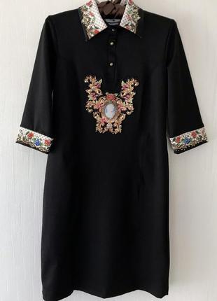 Платье с вышивкой в цветы elisabetta franchi с нашивками