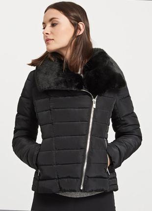 Зимняя женская  чёрная куртка reserved  с мехом