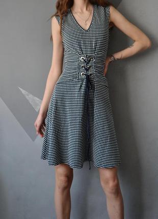 Стильное платье в клетку с поясом на шнуровке люверсами morgan