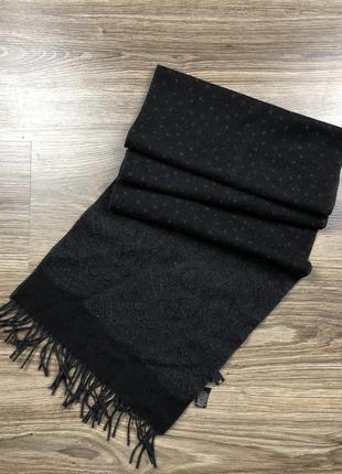 Отличный шерстяной шарф от hugo boss