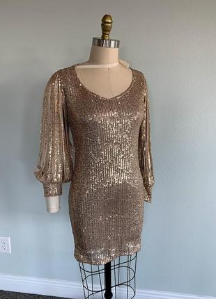 Платье с рукавом-фонариком и блестками