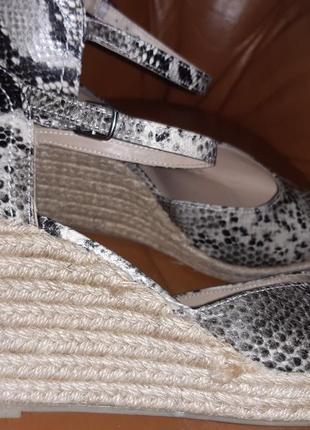 Плетені босоніжки еко шкіра m&s р7,5-41 стан відмінний як нові