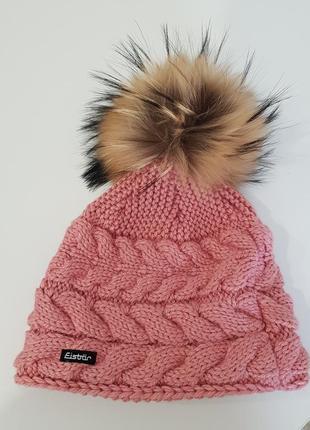 Стильная шапка с балабоном eisbor
