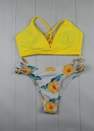 Жёлтый купальник с цветочным принтом