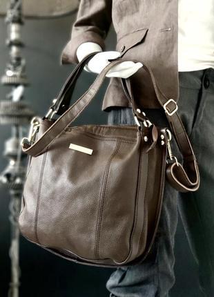 Jimmy choo. крупная сумка из натуральной кожи.