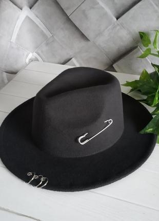 Шляпа федора  с полями кольцами и булавкой черная