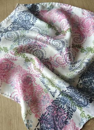 Шелковый карманный платок.