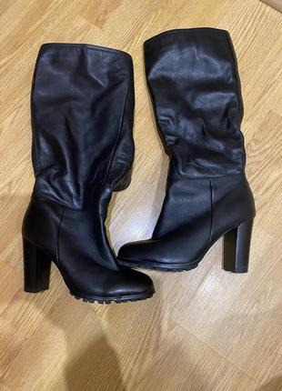 Продам кожаные с натуральным мехом на каблуке зимние