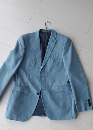 Мужской пиджак небесно голубого цвета, состояние идеальное