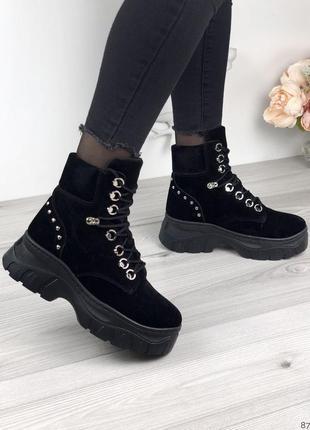 Чёрные зимние ботинки женские нубук на массивной подошве