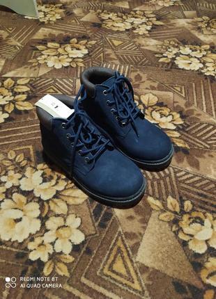 Продам новые демисезонные ботиночки для мальчика размер 35