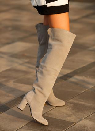 Замшевые серые крутые ботфорты свободного одевания осень-зима