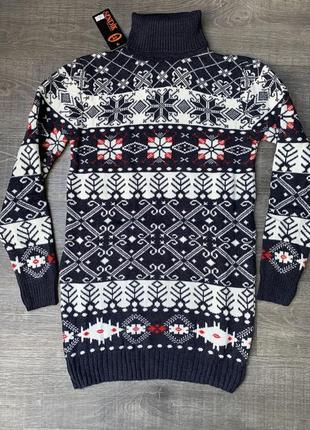 Женский  свитер-туника со снежинками