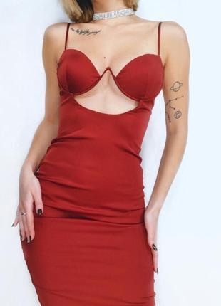 Новое бордовое платье с чашечками по фигуре  от oh polly в размере s