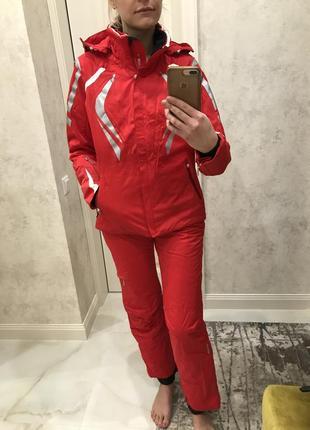 Профессиональный лыжный костюм швейцарского бренда descente