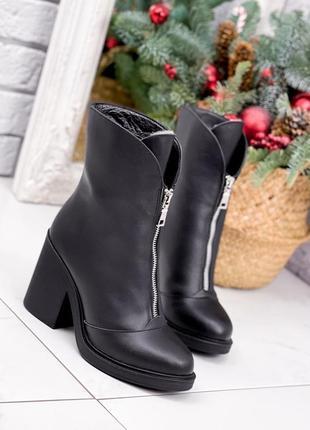 Красиві шкіряні ботильйони ботинки із замочком