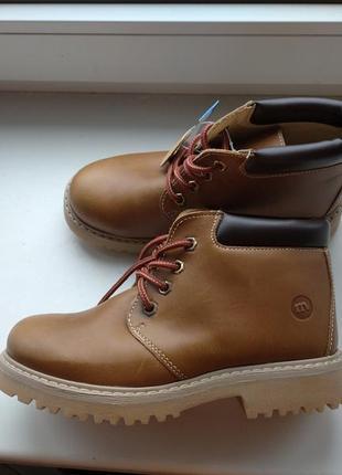 Демисезонные фирменные кожаные ботинки melania