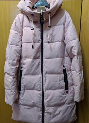 Эффектная зимняя женская куртка пальто