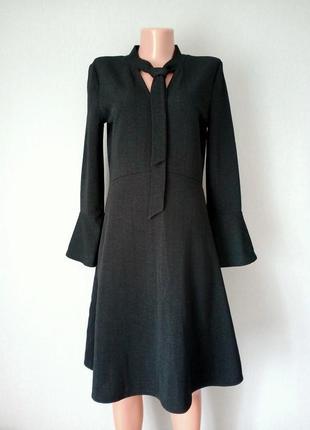 Классическое чёрное платье для офиса