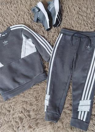 Спортивный костюм с начесом adidas 2-3 года