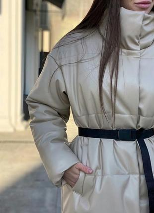 Бежевое пальто пуховик тёплое кожа