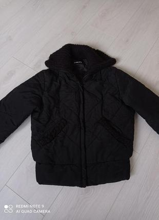 Укороченая куртка на синтепоне женская куртка чорная