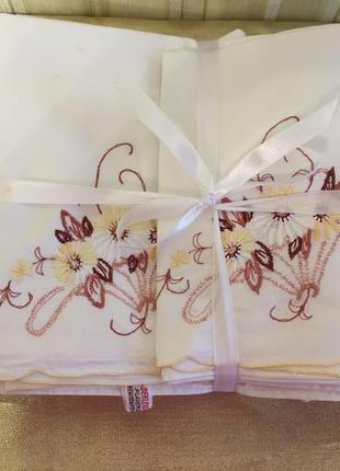 Набор пастельного белья/4 предмета/вышивка